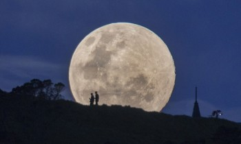 Supermoon rises over Auckland, New Zealand - 10 Aug 2014